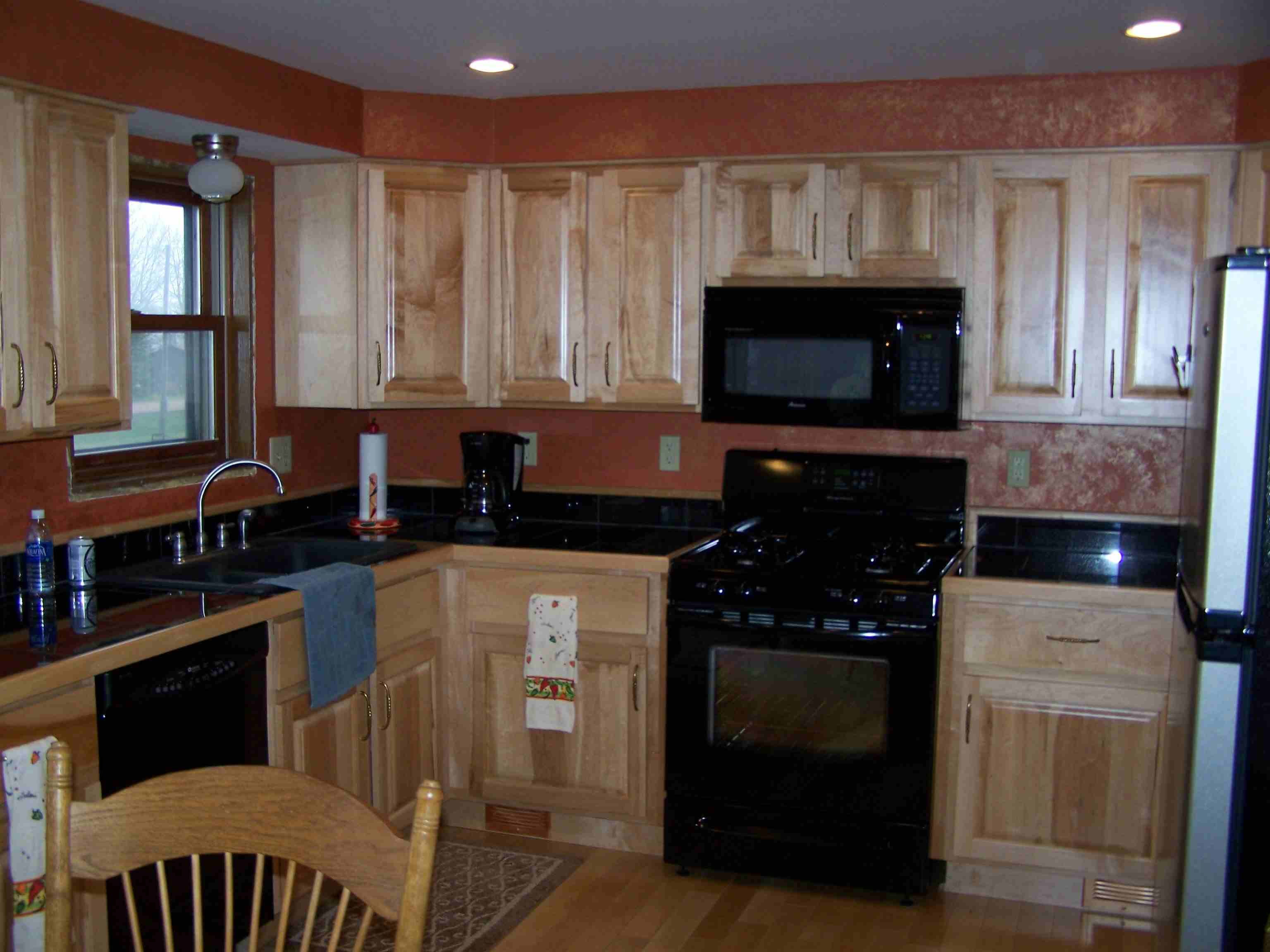 maple kitchen on Maple Cabinets With Black Countertops  id=52455